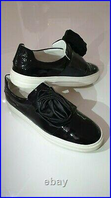 Roger Vivier, made in Italy. Rose'n Roll. Top luxury black patent leather sneaky